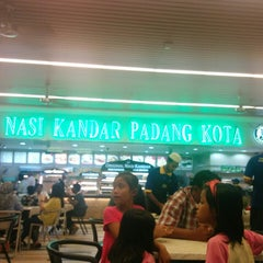 Photo taken at Nasi Kandar Padang Kota by Iphpha A. on 1/5/2015