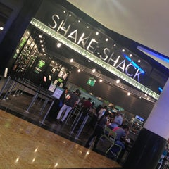 Photo taken at Shake Shack | شيك شاك by Sanooya on 3/4/2013