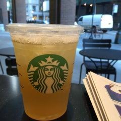 Photo taken at Starbucks by Dulio D. on 6/3/2015