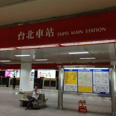 Photo taken at 捷運台北車站 MRT Taipei Main Station by Louis Tsung 宗. on 6/28/2013