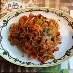 Photo taken at The Pizza Company (เดอะ พิซซ่า คอมปะนี) by Narongsak I. on 12/21/2014