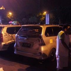 Photo taken at Patung Panahan Senayan by ♛ FäjäR.iS™ on 11/18/2014