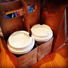 Photo taken at The Coffee Bean & Tea Leaf by gloria C. on 10/2/2014