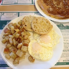 Photo taken at Farmington River Diner by erin b. on 2/18/2013