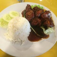 Photo taken at Restoran Tanjung Bunga by SL on 7/13/2015