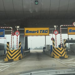 Photo taken at Plaza Tol Setul by ddrsaa on 10/3/2015