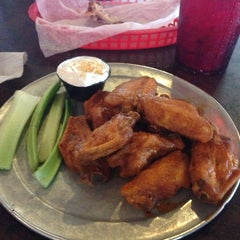 Photo taken at Pluckers Wing Bar by Daniel A. on 6/28/2013