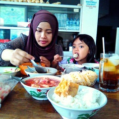 Photo taken at Bakso Mburi Pos by Abi 'Gus_Anto l. on 11/28/2014