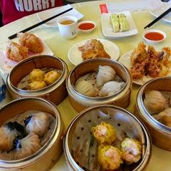 Photo taken at Restoran Foh San Dim Sum (富山茶楼) by Jason F. on 3/23/2013
