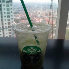 Photo taken at Starbucks by Dea B. on 11/7/2013