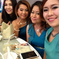 Photo taken at The Empress Hotel & Convention Centre by Jeepjee on 7/4/2015