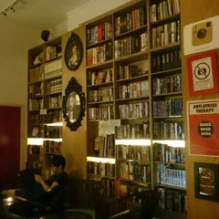 Photo taken at The Reading Room by Vivien M. on 10/26/2015