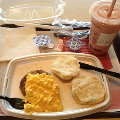 Photo taken at McDonald's by ARNOLD R. on 4/5/2012