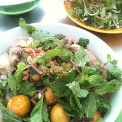 Photo taken at Quan Tam Tam by Kanye M. on 8/7/2012