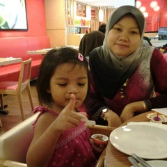 Photo taken at Pizza Hut Nilai by Plugking S. on 8/2/2012