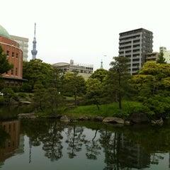 Photo taken at 旧安田庭園 by ネコライ on 5/20/2012