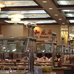 Photo taken at Golden Coast Buffet by Laura on 7/2/2012