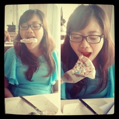 Photo taken at Pizza Hut by Asri D. on 3/30/2012