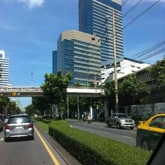 Photo taken at อาคารมาลีนนท์ (Maleenont Tower) by  Stunt🎯 B. on 10/5/2012