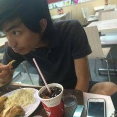 Photo taken at KFC & Pizza Hut by Hanifuddin N. on 10/7/2015