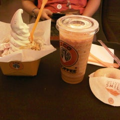 Photo taken at J.Co Donuts & Coffee by meilissa pratiwi h. on 3/23/2014