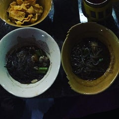 Photo taken at เรือทอง (Rue Thong Boat Noodle) by Pornsumond P. on 11/19/2015