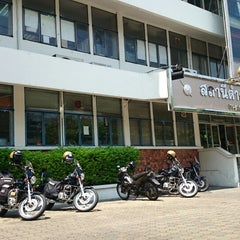 Photo taken at สถานีตำรวจนครบาลพญาไท (Phayathai Police Station) by NANNETY☆ on 4/22/2014