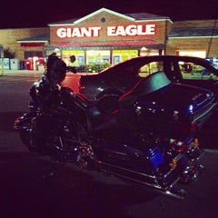 Photo taken at Giant Eagle Supermarket by Jude D. on 6/10/2013
