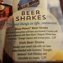 Photo taken at Red Robin Gourmet Burgers by Clay G. on 1/25/2014
