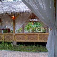 Photo taken at Restoran Istana Bambu by Alena A. on 2/17/2013