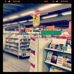 Photo taken at Jarir Bookstore | مكتبة جرير by Abdullah Y. on 12/2/2012