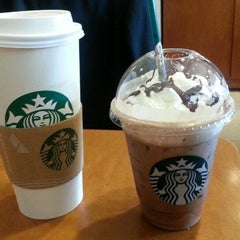 Photo taken at 星巴克 Starbucks by Joseph L. on 12/1/2013