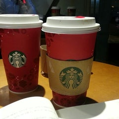 Photo taken at 星巴克 Starbucks by Joseph L. on 11/17/2013