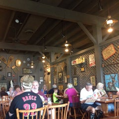 Photo taken at Cracker Barrel Old Country Store by NENE_NEGIN on 8/10/2015