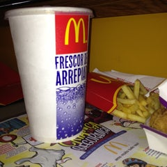 Photo taken at McDonald's by Léo R. on 12/26/2012