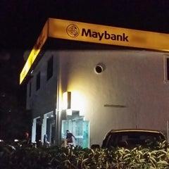 Foto tirada no(a) Maybank por Mohamad A. em 1/1/2014