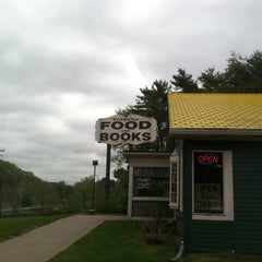 Photo taken at Traveler's Restaurant by Stephanie K. on 5/11/2013