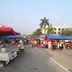 Photo taken at Pasar Malam TTDI by Jazlan A. on 9/2/2012