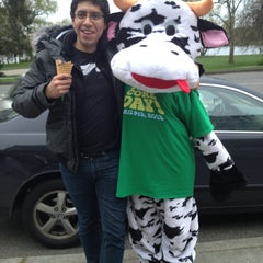 Photo taken at Ben & Jerry's by Gilberto S. on 4/10/2013