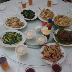 Photo taken at Restoran Cahaya Baru by Ferdy F. on 9/27/2014