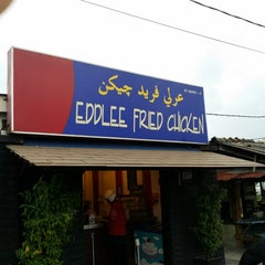 Photo taken at Edlee Fried Chicken by Bakh I. on 12/9/2013