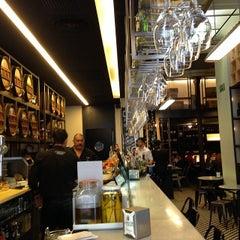 Photo taken at La Bodegueta de Provença by Urban Rent Barcelona B. on 5/12/2014