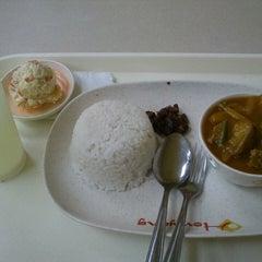 Photo taken at Howyang Asian Cuisine by Marie Jessa Carmela M. on 2/2/2014