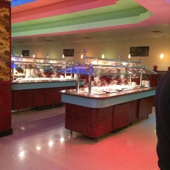 Photo taken at Hibachi Grill & Buffet by Riv T. on 1/4/2014