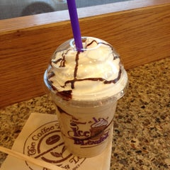Photo taken at The Coffee Bean & Tea Leaf® by hiromi k. on 5/12/2013