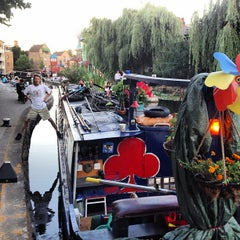 Photo taken at The Narrowboat by Andres Carceller on 7/19/2013
