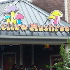 Photo taken at Mellow Mushroom by Joshua N. on 6/23/2013