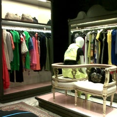 Photo taken at Juicy Couture by Angelnette a. on 11/29/2012
