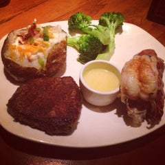 Photo taken at Outback Steakhouse by Dolphin P. on 5/31/2014