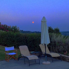 Photo taken at Agriturismo Guardastelle - Sovestro in Poggio Winery by Fausto M. on 9/8/2014